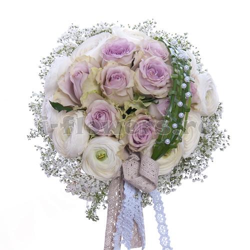 Круговой букет из розы и гипсофилы