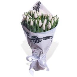 Букет из 35 белых Тюльпанов в Упаковке Тренд