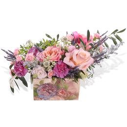 Композиция из роз, лизиантуса и лаванды