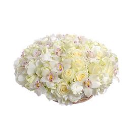 Корзина из Орхидеи Цимбидиум, Розы, Гортензии