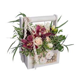 Корзина из Кремовых Роз, Орхидеи Цимбидиум, Фрезии, Астрантии, Эвкалипта