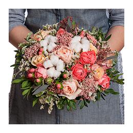 Свадебный Букет Невесты из Садовой Розы, Розы, Кустовой Розы, Хлопка, Гиперикума