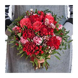 Свадебный Букет Невесты из Розы, Кустовой Розы, Тюльпанов, Гиперикума