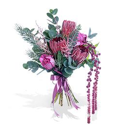 Букет из протеи, ароматной садовой розы и амаранта