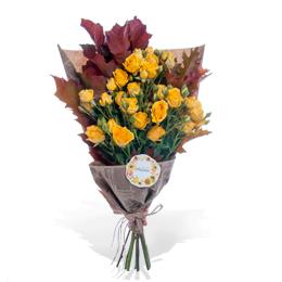 Букет из желтой кустовой розы и куэркуса