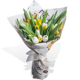 Букет из Тюльпанов и Нарциссов в Упаковке Лен Планета цветов