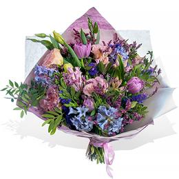 Букет из Тюльпанов, Эустомы и Гиацинтов, в упаковке Эколюкс ПЛАНЕТА ЦВЕТОВ