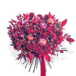Букет из Красных Роз, Скабиозы, Яблок и Шиповника Москва