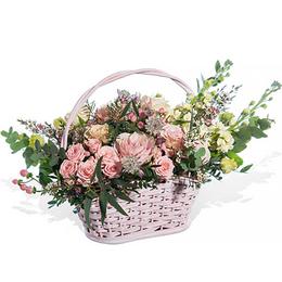 Корзина из Розовых роз, Матиолы, Гиперикума, Астрантии и Эвкалипта салон Планета цветов