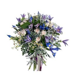 Букет из ирисов, кустовых роз, клематиса и ромашек