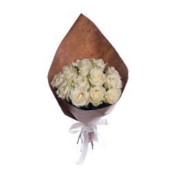 Букет из 21 белой розы в крафте