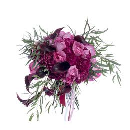 Букет из ароматных садовых роз, калл и гвоздик