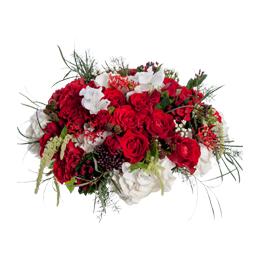 Композиция из белой гортензии, красных роз и ягод,