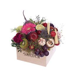Композиция из овощей, фруктов и цветов