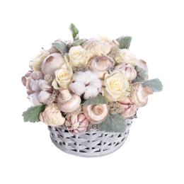 Композиция из белых роз, хлопка и овощей