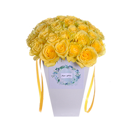 Цветы в коробке. Букет из желтых роз на гидроупаковке