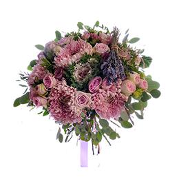 Букет из хризантемы, брассики и сиреневых роз