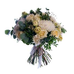 Букет из белой хризантемы, розы и гвоздики