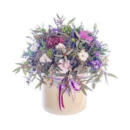 Цветы в шляпной коробке. Композиция из гиацинтов, брассики, хризантемы, хлопка и лаванды.