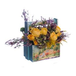 Корзина из желтой садовой розы, вереска и гортензии