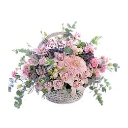 Корзина цветов на День Матери из сиреневых садовых кустовых роз, гортензии, лизиантуса и хризантемы