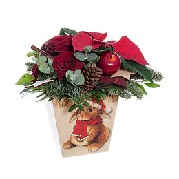 Новогодняя композиция из пуансеттии, бордовых роз, хвои и новогодних аксессуаров