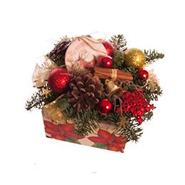 Новогодняя композиция в деревянном кашпо из хвои и игрушек