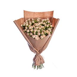 Букет из 19 Кремовых Кустовых Роз в Крафте