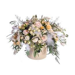 Цветы в Шляпной Коробке Розы Гвоздики Эвкалипт Кохия