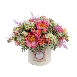 Цветы в Шляпной Коробке Пионы, Садовые и Кустовые Розы