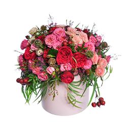 Цветы в Шляпной Коробке. Композиция из Садовых и Кустовых роз и Яблок