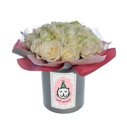 Цветы в коробке. Белые розы на гидроупаковке