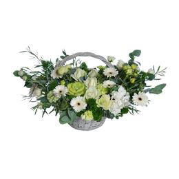 Корзина из герберы, брассики, роз и гортензии