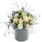Цветы в шляпной коробке. Композиция из белой розы и лаванды